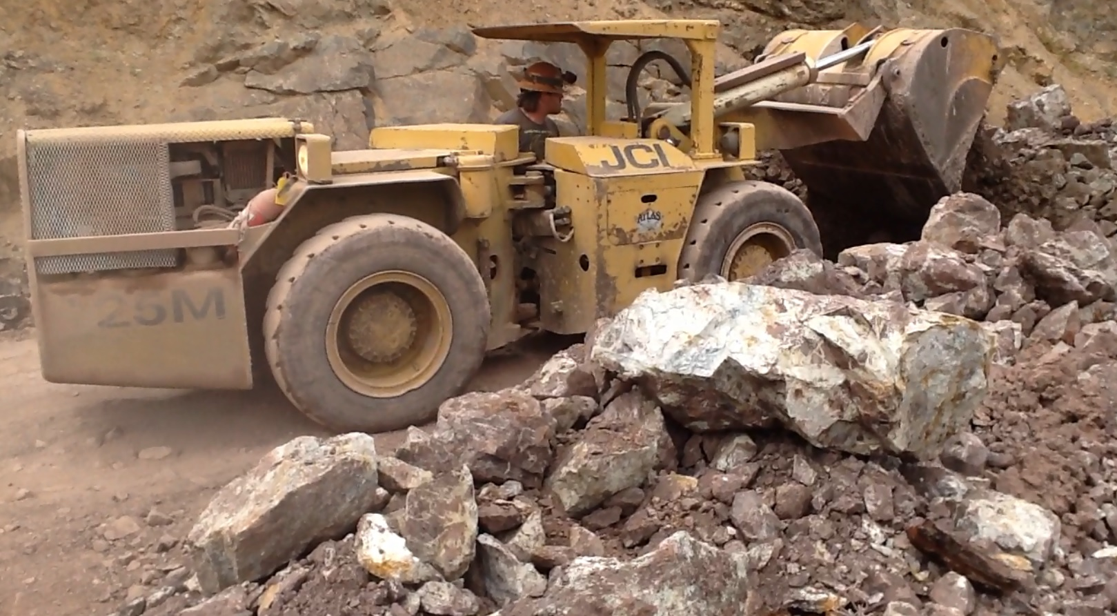 Extracting mineralized material from the Bayhorse mine
